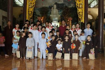 Trung thu ấm áp tình thân 2013 tại chùa Lá – Nhà Bè, TP. Hồ Chí Minh